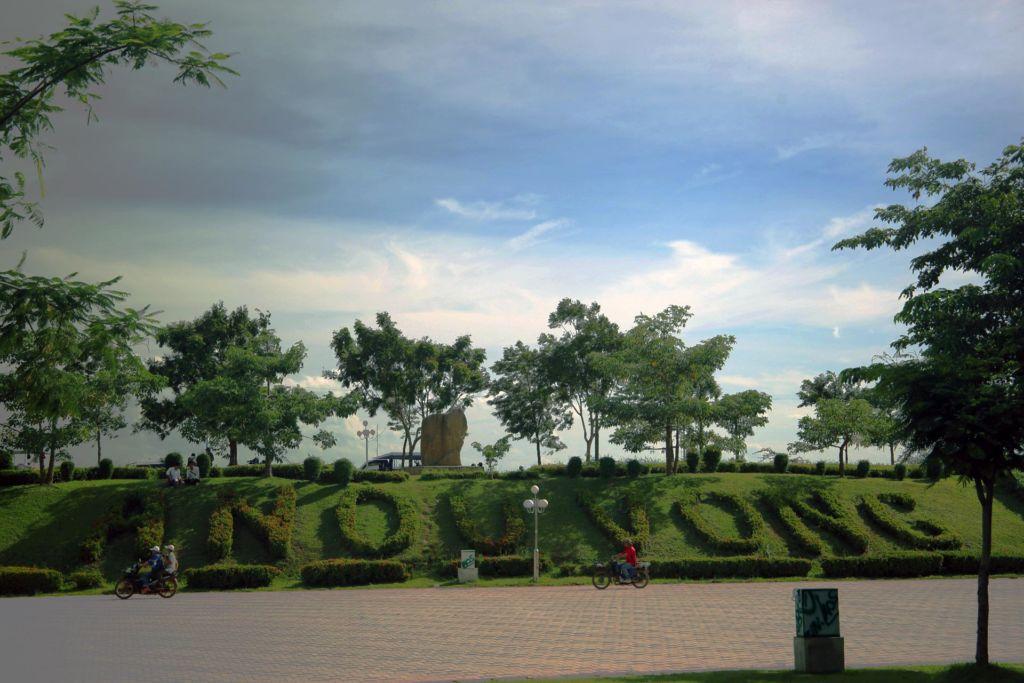 Chao Anouvong Park in Vientiane, Лаос , Vientiane , travel, trip Asia , парк, набережная, король
