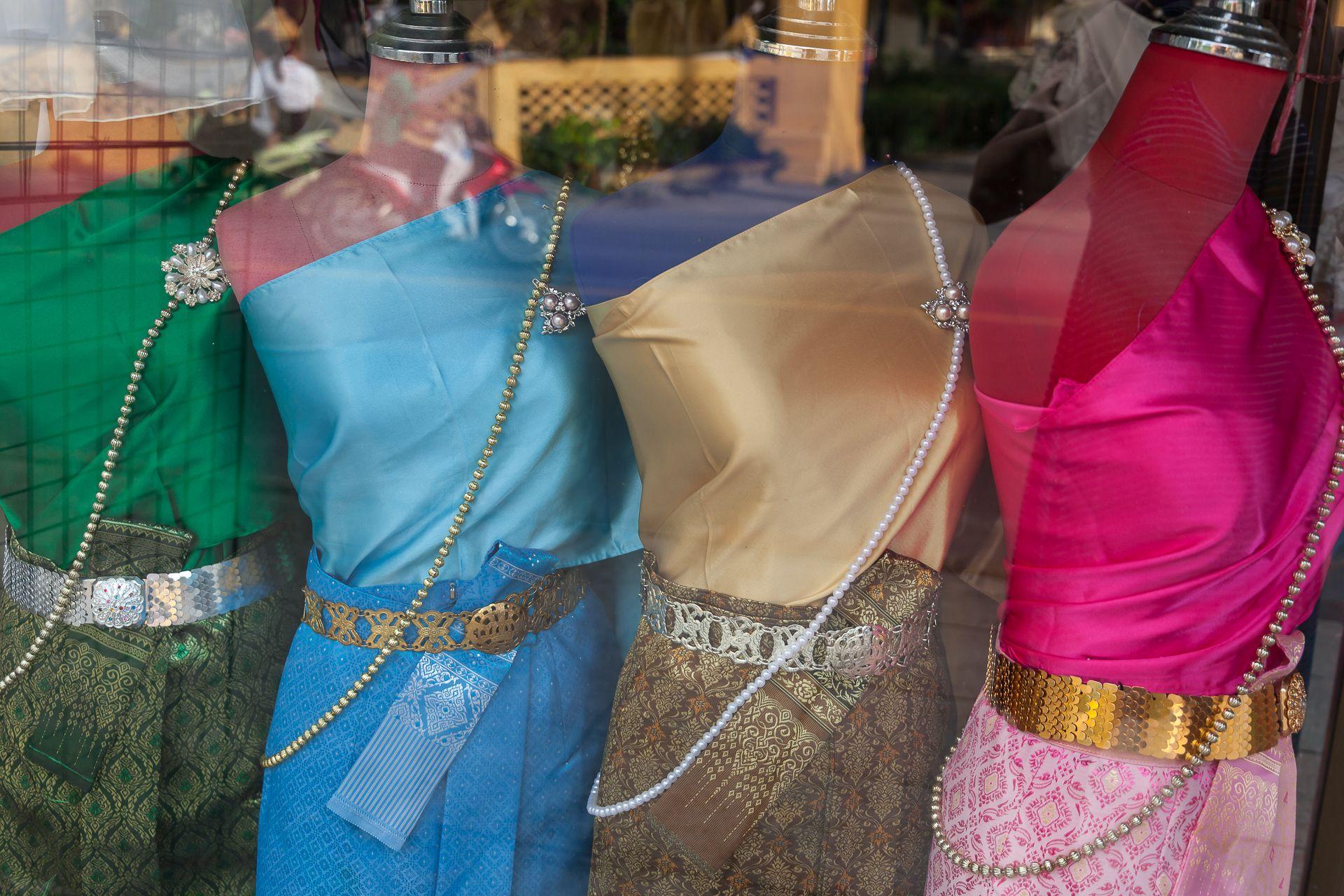 national costume, tradition, Thailand, Samui, национальный костюм, традиционный тайский костюм, юбка, шелк, тайский шелк, красота, шарф, свадьба, тайская свадьба, тайцы, Тайланд, Таиланд