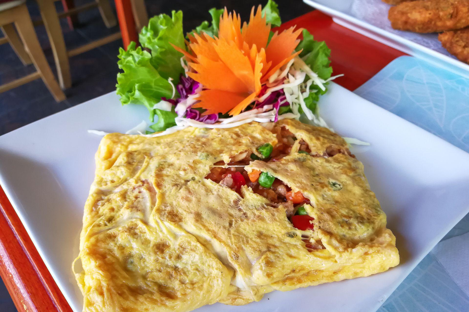 omlet, thai omlet,тайский омлет, тайский завтрак, тайская кухня, омлет по-тайски, Тайланд еда, что попробовать в Таиланде