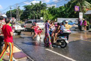 songkran 2018, сонгкран, тайский новый год, новый год в Таиланде, водяные битвы, водяной пистолет, мокрый праздник, традиции Таиланда, праздник тайский,
