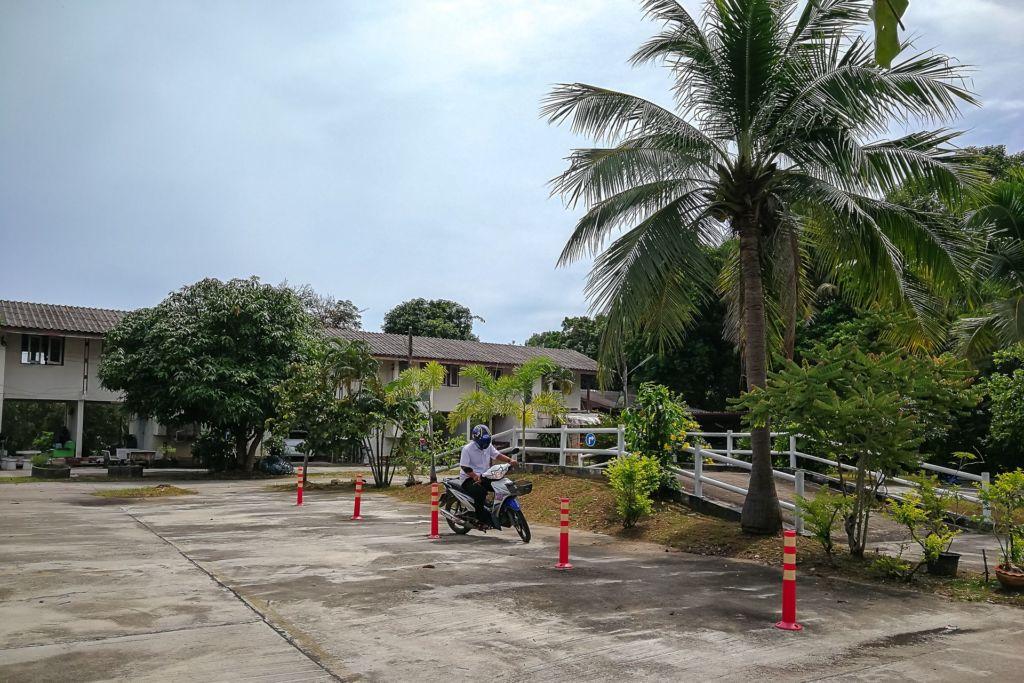 Thailand Driving Test, Thailand Driving Exam, экзамен на права в Таиланде, билеты для сдачи экзамена на права в Таиланде, тайские права тесты, тайские права экзамен билеты, экзамен в ГАИ в Таиланде, права на байк в Таиланде, получение прав в Таиланде, водительские права в Таиланде, права на скутер в Таиланде, получение водительского удостоверения в Таиланде , как получить права на Самуи, Самуи транспортный офис, Samui Transport office, thai driver's license, Thailand driving license