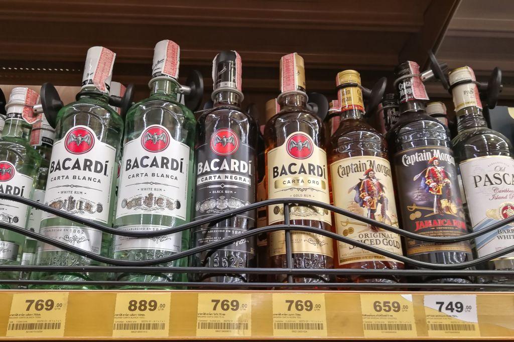 алкоголь, алкоголь в Таиланде, цены на алкоголь в Таиланде, цены на пиво в Таиланде, виски Таиланд, тайский виски, тайские виски, тайское пиво, пиво в таиланде, водка в Таиланде, цены на алкогольные напитки в Таиланде, популярные марки алкоголя в Таиланде, сувенир из Таиланда, тайский самогон, вино в Таиланде, обзор цена на алкоголь в Таиланде, сколько стоит пиво в Таиланде, сколько стоит водка в Таиланде, сколько стоит виски в Таиланде