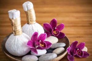Массаж травяными мешочками, Herbal compress massage