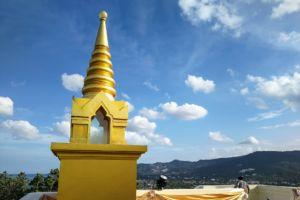 Viewpoint Samui, airport Samui, temple Samui, Khao Hua Jook, смотровая площадка на Самуи, вьюпоинт на Самуи, смотровая с видом на аэропорт Самуи, золотая ступа Самуи, золотая пагода Самуи, храм на горе Самуи, храм на холме Самуи, ступа на холме Самуи, буддистский храм, обзорная площадка на Самуи, панорама Самуи, достопримечательность Самуи, обязательно посмотреть на Самуи