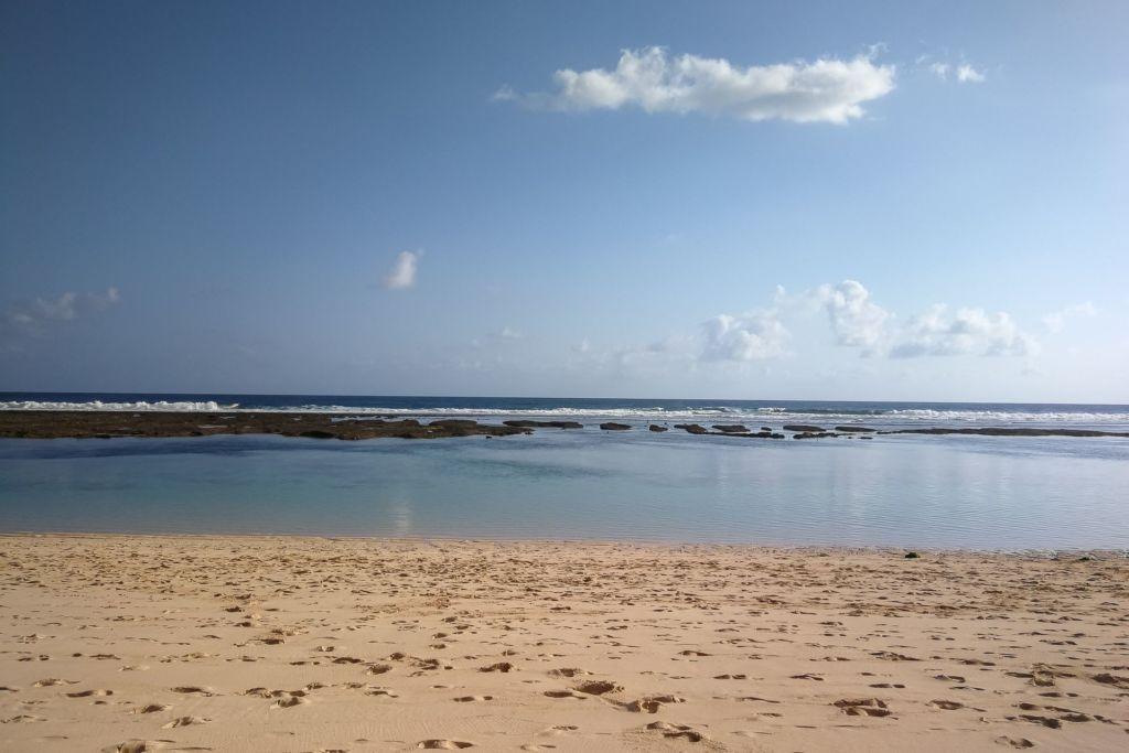 Bali, Indonesia, Bali beaches, beach bali, summer, ocean, sea, Bali sea, Indian ocean, Бали, пляжи Бали, пляжный отдых на Бали, где купаться на Бали, где белый песок на Бали, Бали море или океан, Индийский океан, море, лето, пляж, океан, волны, пляж карма бали, карма бали, карма бич бали, karma beach bali пляжи Бали Что вам надо знать про пляжи Бали? Karma 1 1024x683