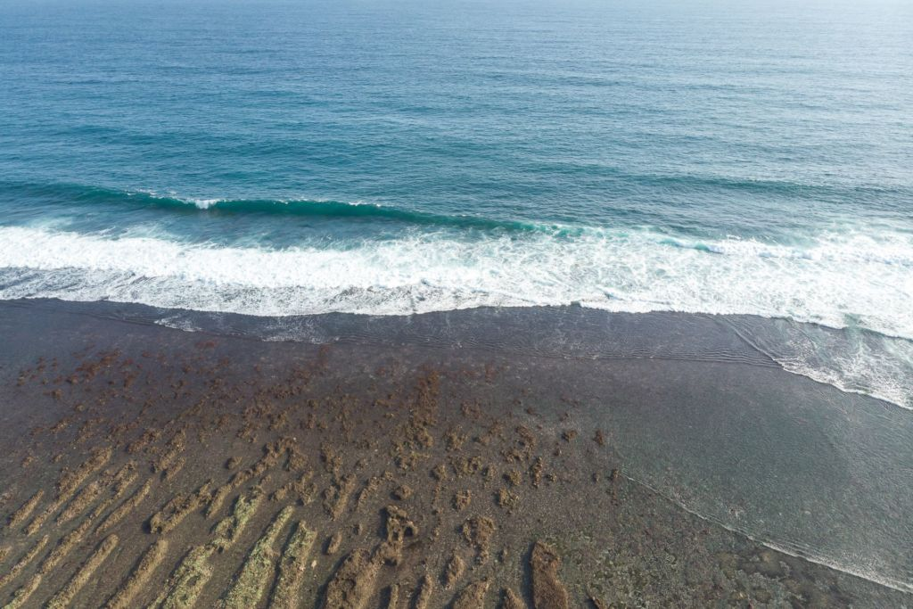 Bali, Indonesia, Bali beaches, beach bali, summer, ocean, sea, Bali sea, Indian ocean, Бали, пляжи Бали, пляжный отдых на Бали, где купаться на Бали, где белый песок на Бали, Бали море или океан, Индийский океан, море, лето, пляж, океан, волны, пляж карма бали, карма бали, карма бич бали, karma beach bali пляжи Бали Что вам надо знать про пляжи Бали? Karma mavic 3 1024x683