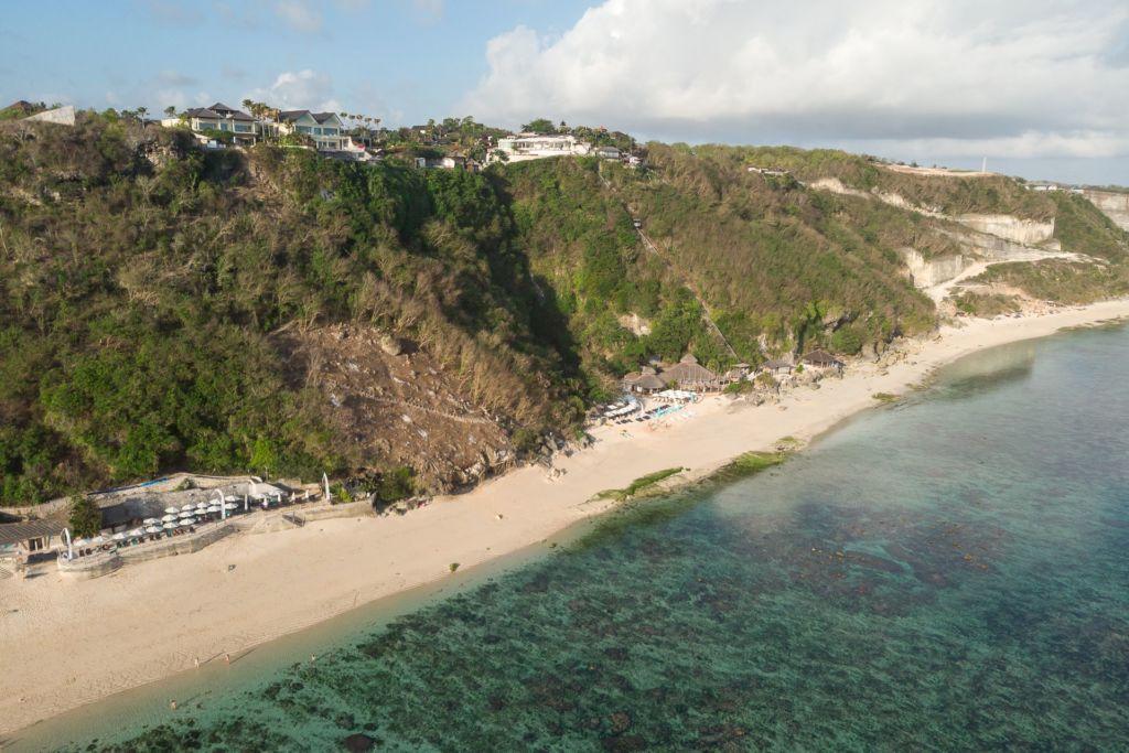Bali, Indonesia, Bali beaches, beach bali, summer, ocean, sea, Bali sea, Indian ocean, Бали, пляжи Бали, пляжный отдых на Бали, где купаться на Бали, где белый песок на Бали, Бали море или океан, Индийский океан, море, лето, пляж, океан, волны, пляж карма бали, карма бали, карма бич бали, karma beach bali пляжи Бали Что вам надо знать про пляжи Бали? Karma mavic 4 1024x683