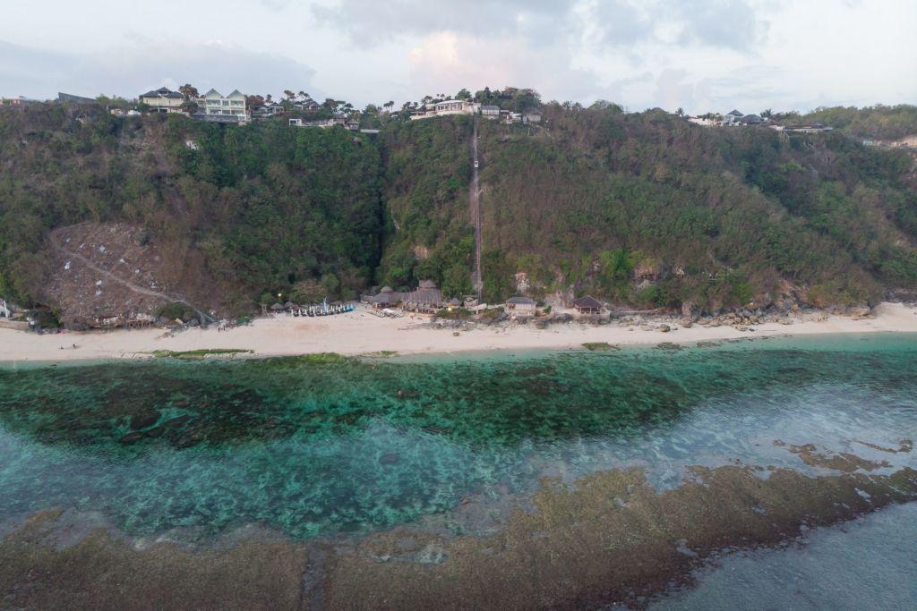 Bali, Indonesia, Bali beaches, beach bali, summer, ocean, sea, Bali sea, Indian ocean, Бали, пляжи Бали, пляжный отдых на Бали, где купаться на Бали, где белый песок на Бали, Бали море или океан, Индийский океан, море, лето, пляж, океан, волны, пляж меласти бали, меласти бали, меласти бич бали, melasti beach bali, пляж меласити на бали пляжи Бали Что вам надо знать про пляжи Бали? Melasti mavic 1 1024x683