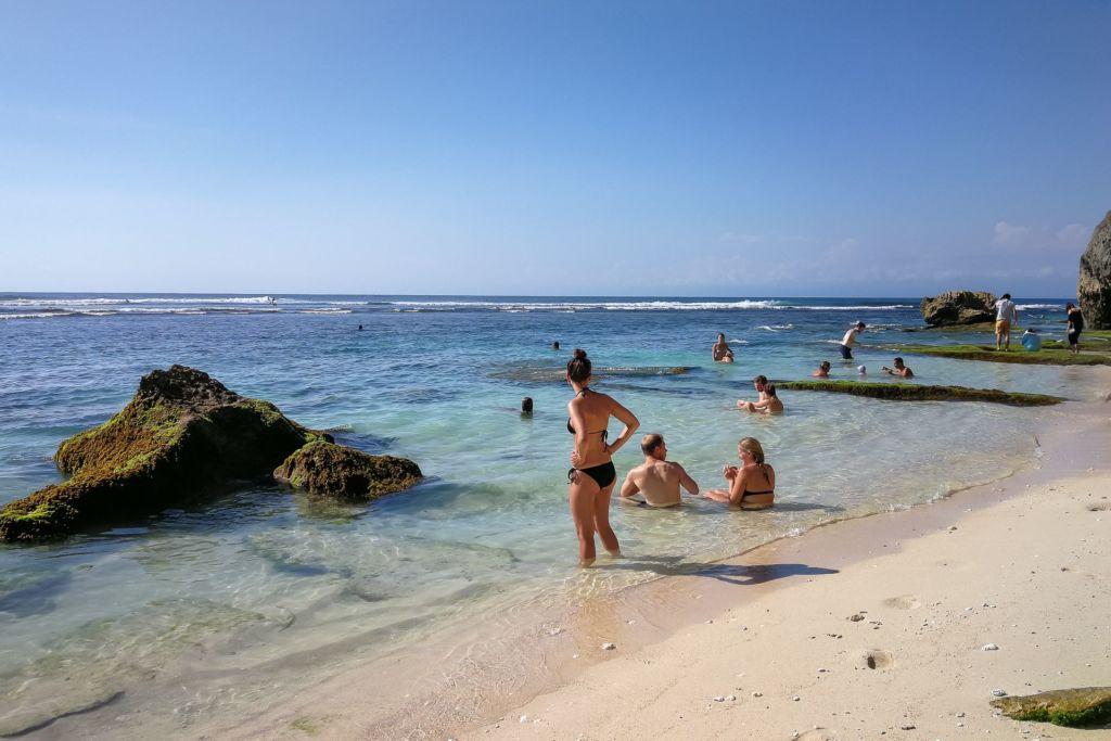 Bali, Indonesia, Bali beaches, beach bali, summer, ocean, sea, Bali sea, Indian ocean, Бали, пляжи Бали, пляжный отдых на Бали, где купаться на Бали, где белый песок на Бали, Бали море или океан, Индийский океан, море, лето, пляж, океан, волны, пляж сулубан бали, сулубан бали, сулубан бич бали, suluban beach bali, пляж сулубан на бали, разбитые корабли на пляже бали, старые корабли на пляже бали, серфинг на бали пляжи Бали Что вам надо знать про пляжи Бали? Suluban 3 1024x683