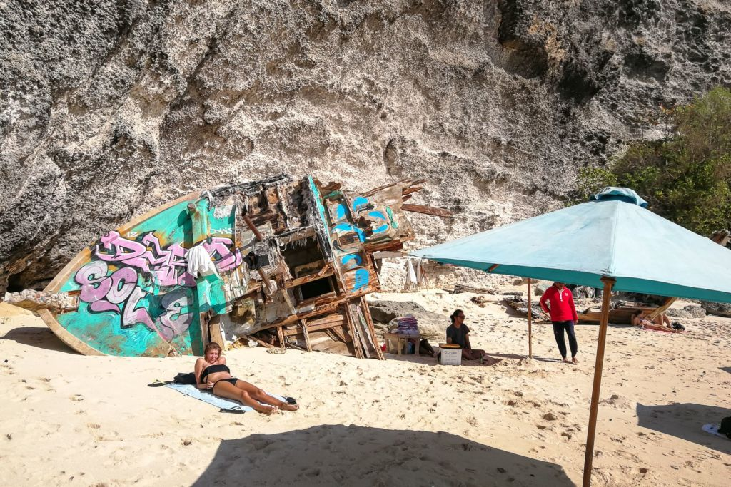 Bali, Indonesia, Bali beaches, beach bali, summer, ocean, sea, Bali sea, Indian ocean, Бали, пляжи Бали, пляжный отдых на Бали, где купаться на Бали, где белый песок на Бали, Бали море или океан, Индийский океан, море, лето, пляж, океан, волны, пляж сулубан бали, сулубан бали, сулубан бич бали, suluban beach bali, пляж сулубан на бали, разбитые корабли на пляже бали, старые корабли на пляже бали, серфинг на бали пляжи Бали Что вам надо знать про пляжи Бали? Suluban 10 1024x683