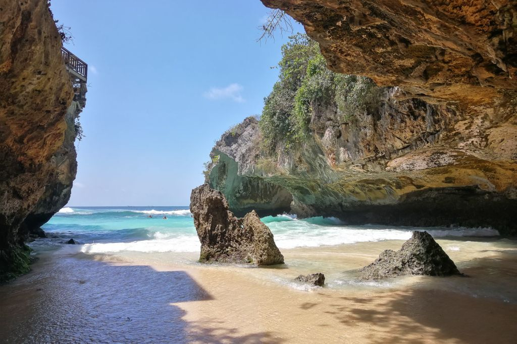Bali, Indonesia, Bali beaches, beach bali, summer, ocean, sea, Bali sea, Indian ocean, Бали, пляжи Бали, пляжный отдых на Бали, где купаться на Бали, где белый песок на Бали, Бали море или океан, Индийский океан, море, лето, пляж, океан, волны, пляж сулубан бали, сулубан бали, сулубан бич бали, suluban beach bali, пляж сулубан на бали, разбитые корабли на пляже бали, старые корабли на пляже бали, серфинг на бали пляжи Бали Что вам надо знать про пляжи Бали? Suluban 17 1024x683