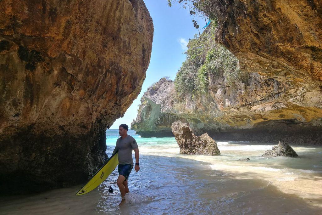 Bali, Indonesia, Bali beaches, beach bali, summer, ocean, sea, Bali sea, Indian ocean, Бали, пляжи Бали, пляжный отдых на Бали, где купаться на Бали, где белый песок на Бали, Бали море или океан, Индийский океан, море, лето, пляж, океан, волны, пляж сулубан бали, сулубан бали, сулубан бич бали, suluban beach bali, пляж сулубан на бали, разбитые корабли на пляже бали, старые корабли на пляже бали, серфинг на бали пляжи Бали Что вам надо знать про пляжи Бали? Suluban 19 1024x683