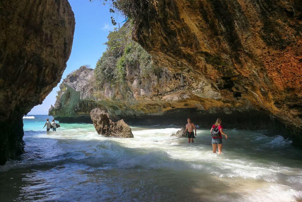 Bali, Indonesia, Bali beaches, beach bali, summer, ocean, sea, Bali sea, Indian ocean, Бали, пляжи Бали, пляжный отдых на Бали, где купаться на Бали, где белый песок на Бали, Бали море или океан, Индийский океан, море, лето, пляж, океан, волны, пляж сулубан бали, сулубан бали, сулубан бич бали, suluban beach bali, пляж сулубан на бали, разбитые корабли на пляже бали, старые корабли на пляже бали, серфинг на бали пляжи Бали Что вам надо знать про пляжи Бали? Suluban 20 1024x683