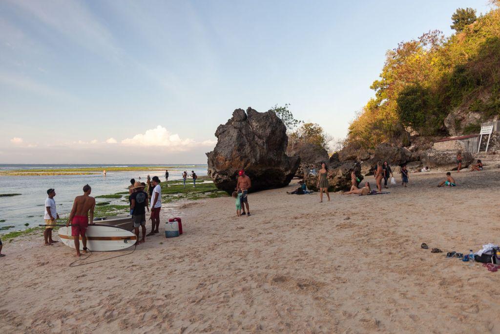 Bali, Indonesia, Bali beaches, beach bali, summer, ocean, sea, Bali sea, Indian ocean, Бали, пляжи Бали, пляжный отдых на Бали, где купаться на Бали, где белый песок на Бали, Бали море или океан, Индийский океан, море, лето, пляж, океан, волны, пляж паданг паданг бали, паданг бали, паданг паданг бич бали, padang padang beach bali, пляж паданг паданг на бали, вечер на пляже бали, популярный пляж бали, серфинг на бали, мавик эир, фото бали с коптера пляжи Бали Что вам надо знать про пляжи Бали? Padang Padang 6 1024x683