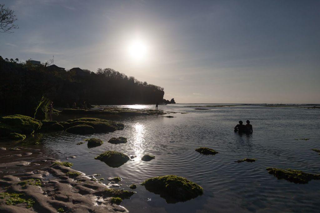 Bali, Indonesia, Bali beaches, beach bali, summer, ocean, sea, Bali sea, Indian ocean, Бали, пляжи Бали, пляжный отдых на Бали, где купаться на Бали, где белый песок на Бали, Бали море или океан, Индийский океан, море, лето, пляж, океан, волны, пляж паданг паданг бали, паданг бали, паданг паданг бич бали, padang padang beach bali, пляж паданг паданг на бали, вечер на пляже бали, популярный пляж бали, серфинг на бали, мавик эир, фото бали с коптера пляжи Бали Что вам надо знать про пляжи Бали? Padang Padang 11 1024x683