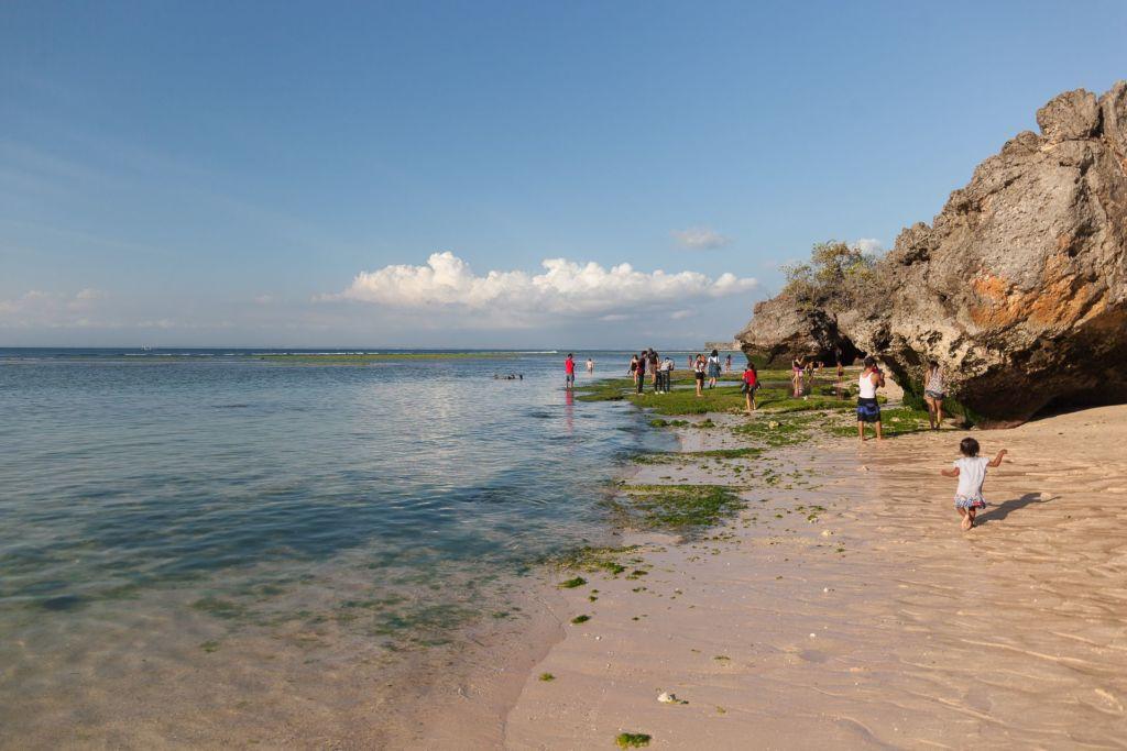 Bali, Indonesia, Bali beaches, beach bali, summer, ocean, sea, Bali sea, Indian ocean, Бали, пляжи Бали, пляжный отдых на Бали, где купаться на Бали, где белый песок на Бали, Бали море или океан, Индийский океан, море, лето, пляж, океан, волны, пляж паданг паданг бали, паданг бали, паданг паданг бич бали, padang padang beach bali, пляж паданг паданг на бали, вечер на пляже бали, популярный пляж бали, серфинг на бали, мавик эир, фото бали с коптера пляжи Бали Что вам надо знать про пляжи Бали? Padang Padang 20 1024x683