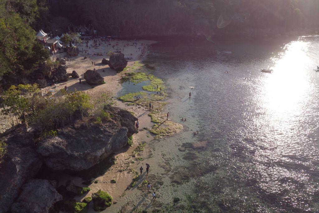 Bali, Indonesia, Bali beaches, beach bali, summer, ocean, sea, Bali sea, Indian ocean, Бали, пляжи Бали, пляжный отдых на Бали, где купаться на Бали, где белый песок на Бали, Бали море или океан, Индийский океан, море, лето, пляж, океан, волны, пляж паданг паданг бали, паданг бали, паданг паданг бич бали, padang padang beach bali, пляж паданг паданг на бали, вечер на пляже бали, популярный пляж бали, серфинг на бали, мавик эир, фото бали с коптера пляжи Бали Что вам надо знать про пляжи Бали? Padang mavic 1  1024x683