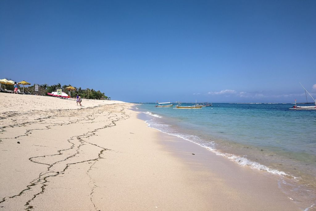 Bali, Indonesia, Bali beaches, beach bali, summer, ocean, sea, Bali sea, Indian ocean, Бали, пляжи Бали, пляжный отдых на Бали, где купаться на Бали, где белый песок на Бали, Бали море или океан, Индийский океан, море, лето, пляж, океан, купабельный пляж на бали, пляж гегер бали, гегер бали, гегер бич бали, geger beach bali, пляж гегер на бали, белый песок на пляже бали, популярный пляж бали, лучший пляж на бали пляжи Бали Что вам надо знать про пляжи Бали? Geger 2 1024x683