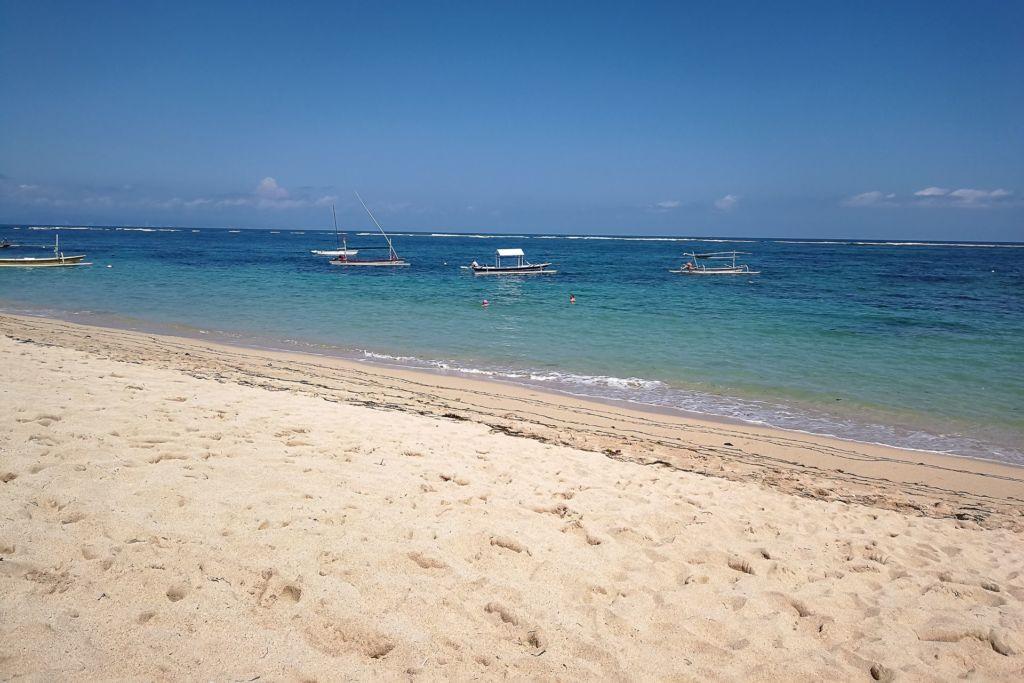 Bali, Indonesia, Bali beaches, beach bali, summer, ocean, sea, Bali sea, Indian ocean, Бали, пляжи Бали, пляжный отдых на Бали, где купаться на Бали, где белый песок на Бали, Бали море или океан, Индийский океан, море, лето, пляж, океан, купабельный пляж на бали, пляж гегер бали, гегер бали, гегер бич бали, geger beach bali, пляж гегер на бали, белый песок на пляже бали, популярный пляж бали, лучший пляж на бали пляжи Бали Что вам надо знать про пляжи Бали? Geger 6 1024x683