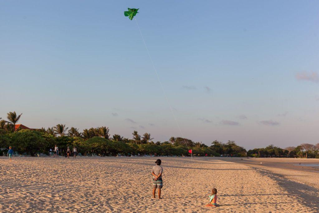 воздушный змей, Bali, Indonesia, Bali beaches, beach bali, summer, ocean, sea, Bali sea, Indian ocean, Бали, пляжи Бали, пляжный отдых на Бали, где купаться на Бали, где белый песок на Бали, Бали море или океан, Индийский океан, море, лето, пляж, океан, купабельный пляж на бали, пляж нуса дуа бали, нусадуа бали, нуса дуа бич бали, nusa dua beach bali, пляж нуса дуа на бали, белый песок на пляже бали, популярный пляж бали, лучший пляж на бали пляжи Бали Что вам надо знать про пляжи Бали? Bali turtle 2 1024x683