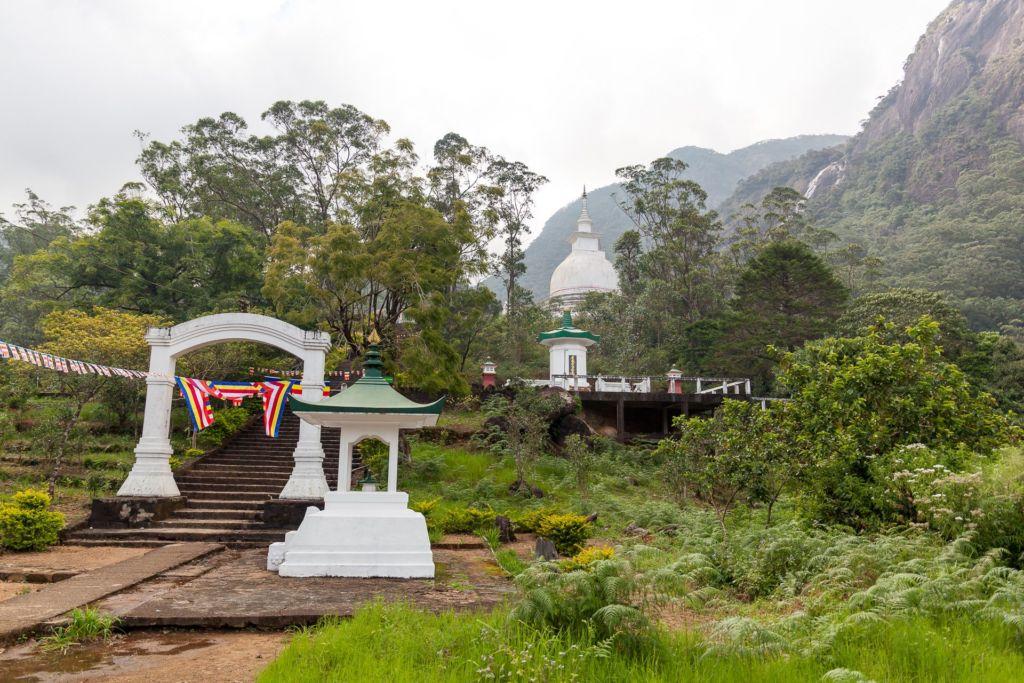 Sripada, Adams pick, Sri Lanka, Адамов Пик, пик Адама, пик адама Шри-Ланка, экскурсии на Шри-Ланке, что посмотреть на Шри-Ланке, достопримечательности Шри-Ланки, как подняться на пик адама, как добраться до пика адама на шри-ланке, сколько по времени подниматься на пик адама, экскурсия на пик адама, популярные экскурсии на Шри Ланке, буддизм, след Будды на Шри-Ланке, отпечаток ноги Будды, отпечаток ступни Будды, паломничество на пик адама, шрипада, шри пада, священный след будды, популярные экскурсии на Шри-Ланке, что посмотреть на шри, высота пика адама,