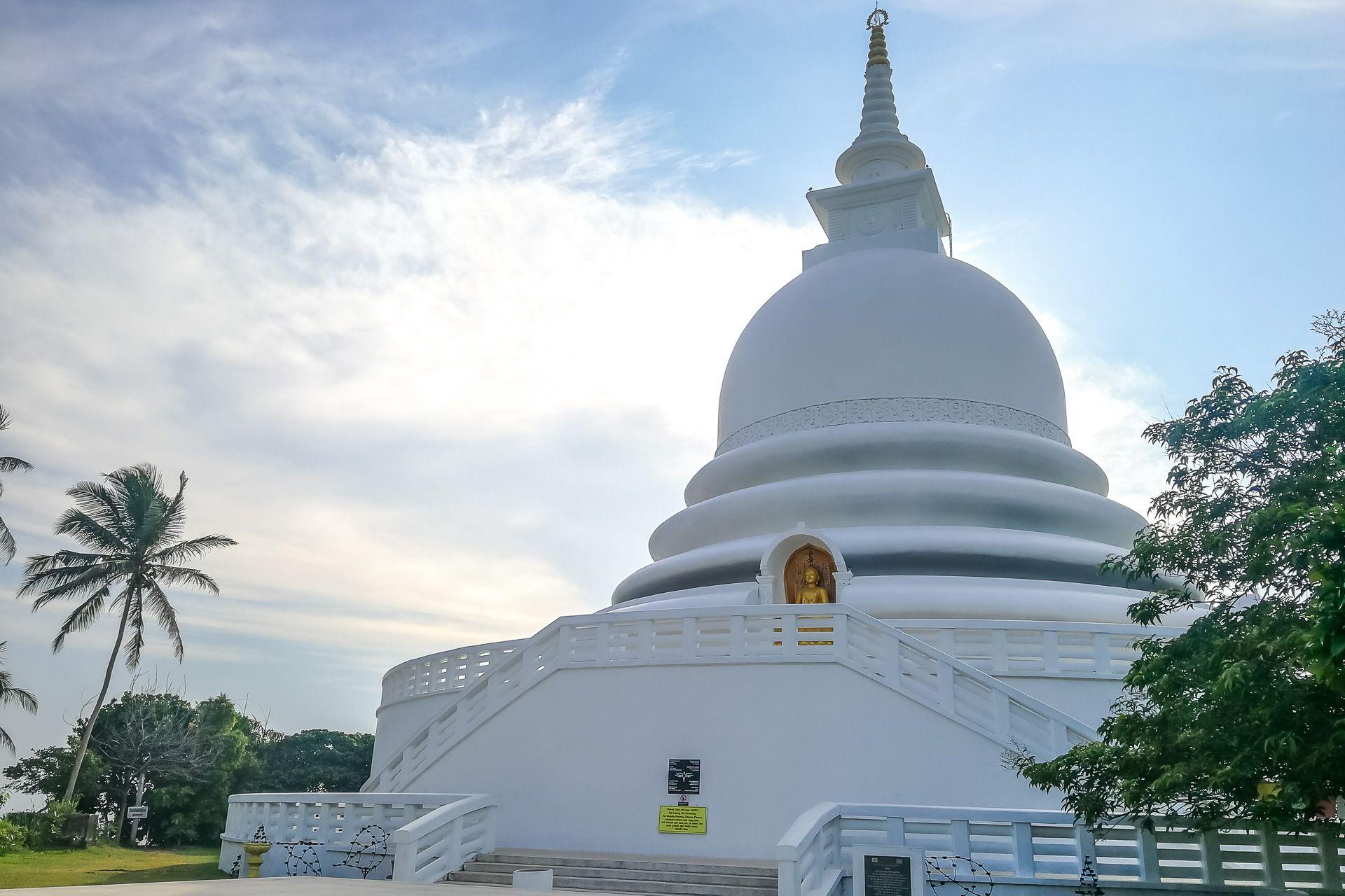 Japanese Peace Pagoda, Японская пагода мира, пагода мира Шри-Ланка, пагода мира Унаватуна, достопримечательности Унаватуны, достопримечательности Шри-Ланки, что посмотреть в Унаватуне, экскурсии из Унаватуны, где встретить закат в Унаватуне, джангл бич шри-ланка, Шри-Ланка фото, Шри-Ланка фото с квадрокоптера, Шри-Ланка фото с дрона, пляжи Шри-Ланки, Шри-Ланка что посмотреть, пагода мира,